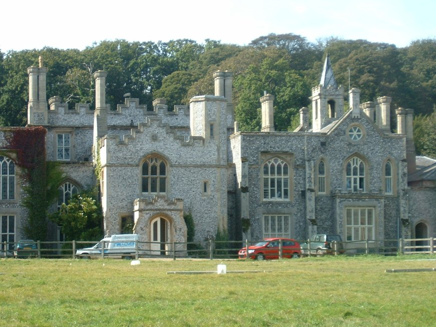 an analysis of chapter vi baskerville hall in the book the hound of the baskervilles The hound of the baskervilles is the third of four crime novels by sir arthur conan doyle featuring the  baskerville hall  i've read all of the stories and.